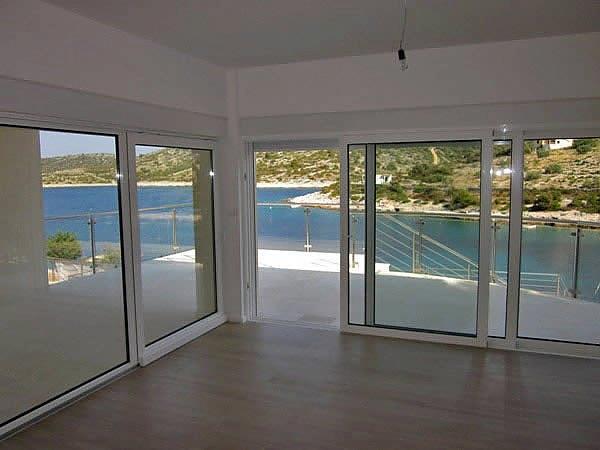 moderne luxusvilla am meer bei primosten dalmatien. Black Bedroom Furniture Sets. Home Design Ideas