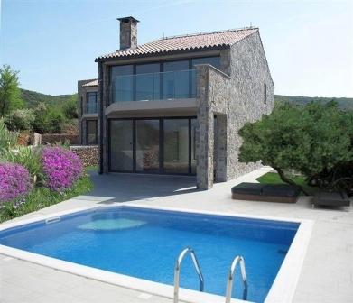 Swimmingpool im haus  Modernes Haus mit Garten und Swimmingpool auf der Insel Krk