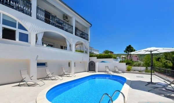 Immobilien in Kroatien - Panorama Scouting - Haus mit 4 Apartments.