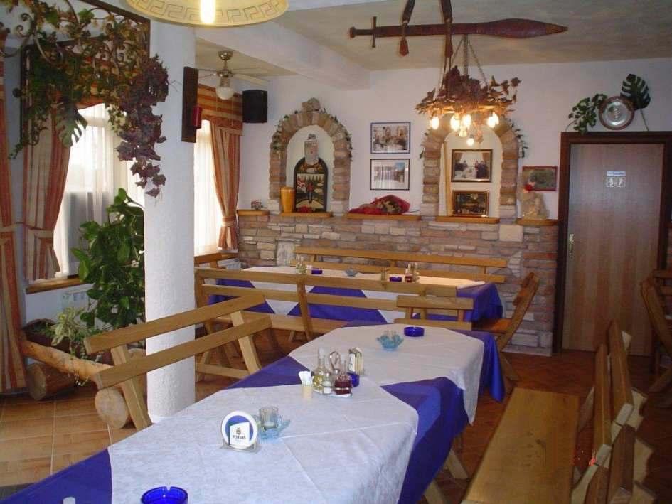 Captivating ... Verkauf Steht; Der Speisesaal Von Der Hotelpension In Istrien, Die Zu  Kaufen Ist.