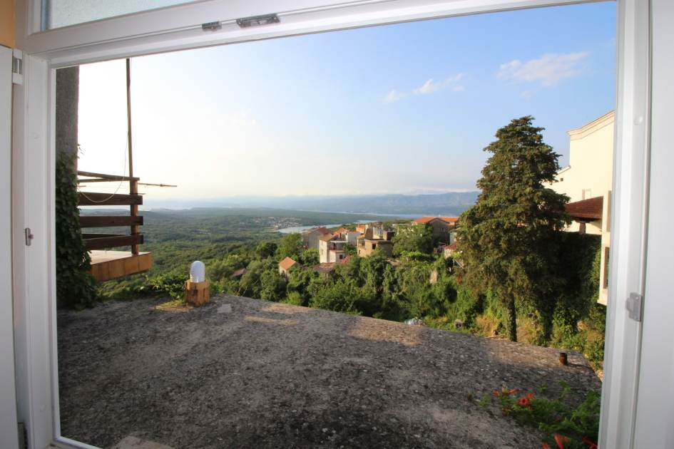 insel krk steinhaus mit dachterrasse und panoramablick. Black Bedroom Furniture Sets. Home Design Ideas