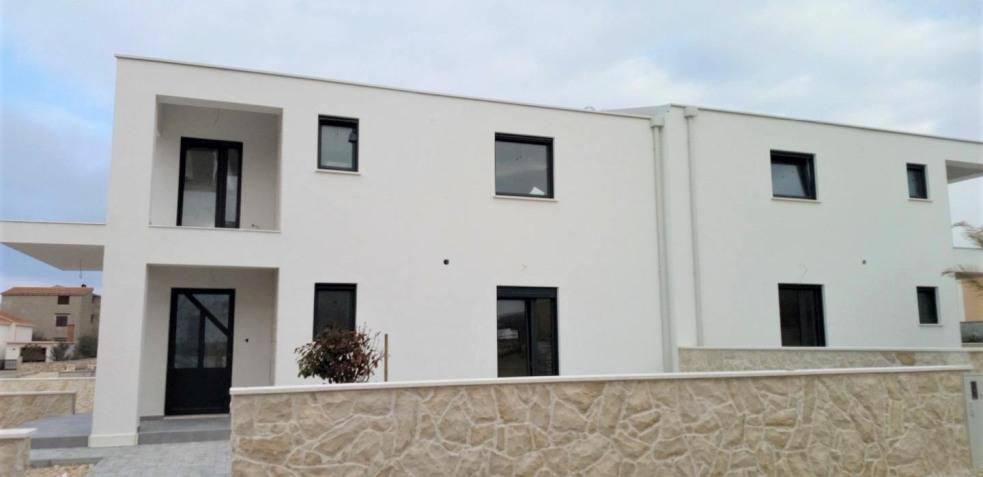 region zadar nin neue doppelhaus h lfte mit meerbick. Black Bedroom Furniture Sets. Home Design Ideas