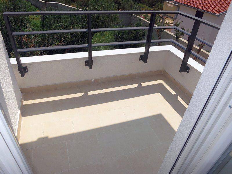 insel krk kvarner wohnung auf 2 etagen mit garten. Black Bedroom Furniture Sets. Home Design Ideas