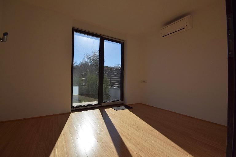insel krk helle neue wohnung viel glas und meerblick. Black Bedroom Furniture Sets. Home Design Ideas