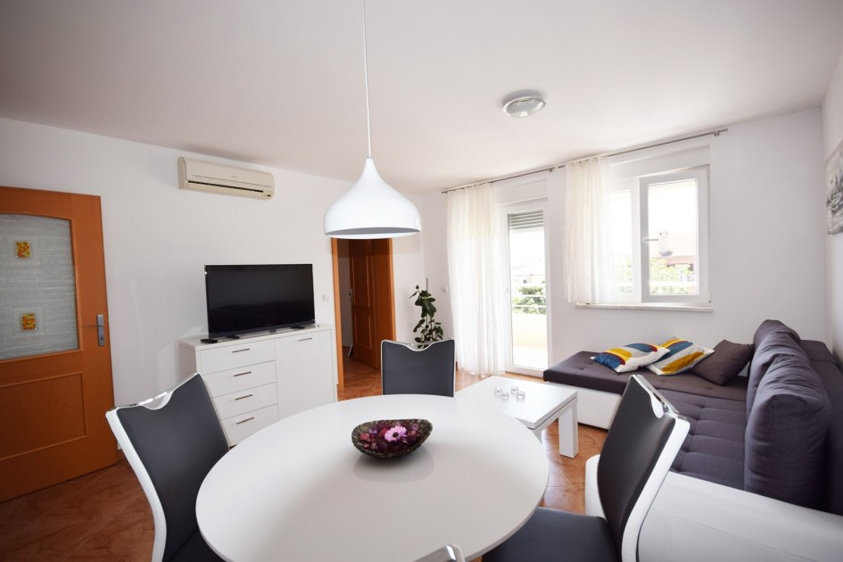 region pula istrien appartement mit 2 terrassen. Black Bedroom Furniture Sets. Home Design Ideas